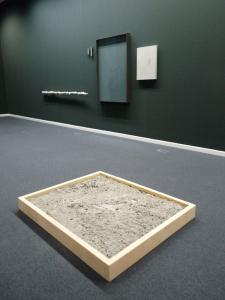 Daniel Roth Wand+Bodeninstallation (Der See)